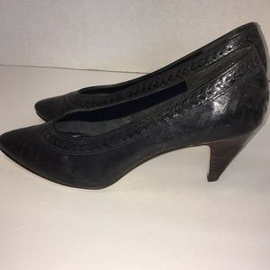 Gently worn Navy Blue Pumps Sz 9.5. - Nine West